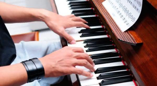piano entre os instrumentos musicais mais difíceis de aprender a tocar