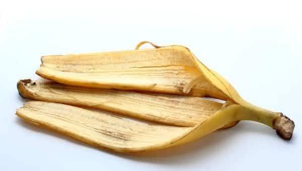 Casca de banana entre os remedios caseiros para se livrar de chupoes