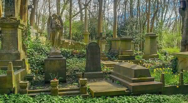 Highgate Cemetery 2 entre os cemiterios mais bonitos do mundo