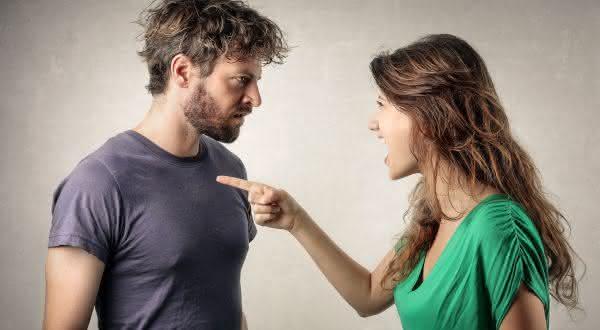 jogo da culpa entre os sinais de uma pessoa feliz