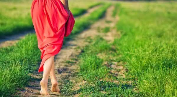 vive o presente entre os sinais de uma pessoa feliz