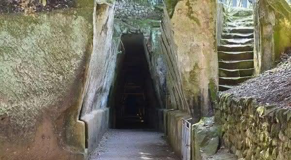 Cave of the Sibyl entre os portais para o inferno que você pode visitar