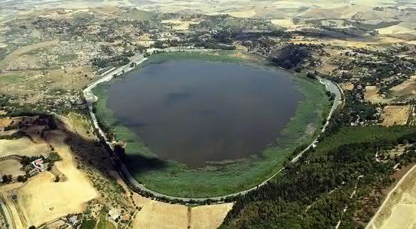 Lago Pergusa entre os portais para o inferno que você pode visitar