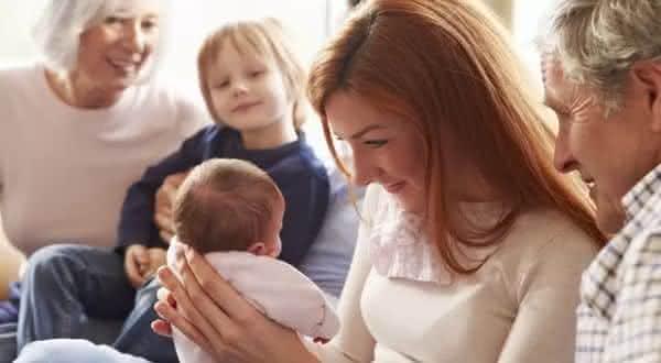 acreditar em tudo entre os erros comuns que novos pais cometem