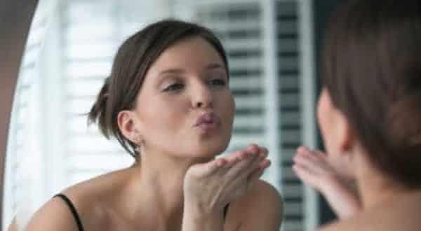 confiante coisas que as mulheres maduras nao fazem em um relacionamento