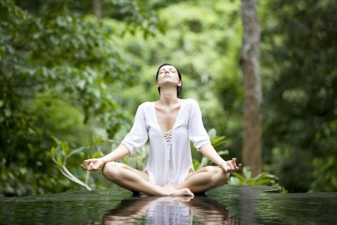 meditcao entre as dicas para parar de reclamar e ser feliz