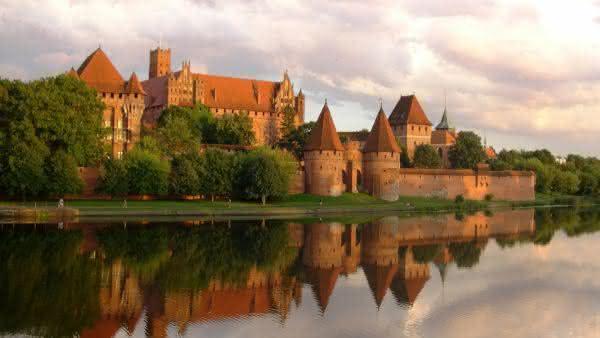 Castelo de Malbork entre os maiores palacios do mundo