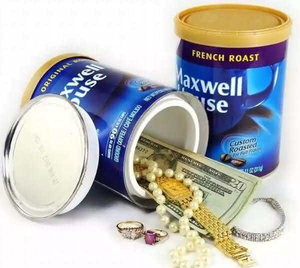 pote de cafe entre os lugares seguros para esconder objetos de valor em sua casa