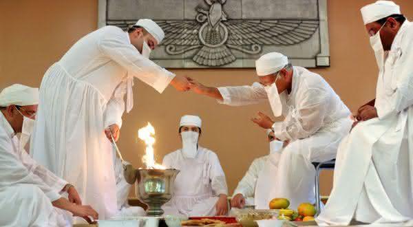 Zoroastrismo entre as crencas da vida apos a morte de diferentes religioes