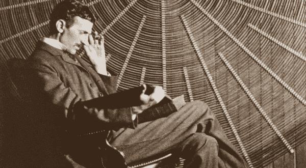 nao dormia entre as historias tragicas sobre a loucura de Nikola Tesla