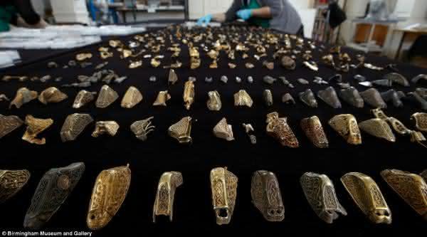 tesouro Staffordshire entre os maiores tesouros escondidos ja encontrados no mundo