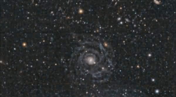 Malin 1 entre as maiores galaxias do universo