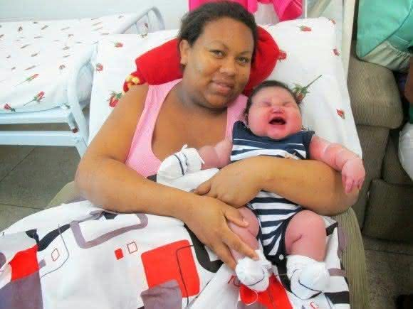 Moacir Matheus Colaco entre os maiores bebes recem-nascidos do mundo