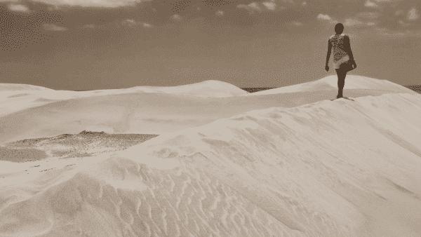 a mulher das dunas entre os chocantes casos de assassinatos misteriosos