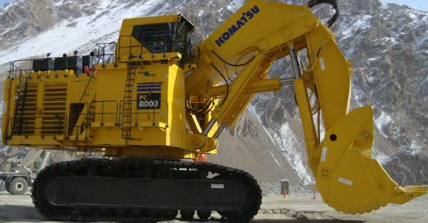 Komatsu PC8000-6 entre as maiores retroescavadeiras do mundo