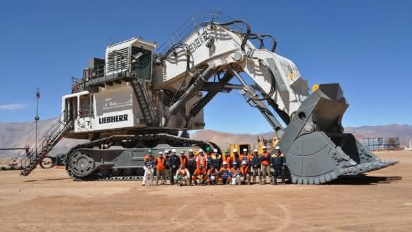 Liebherr R 996 B entre as maiores retroescavadeiras do mundo