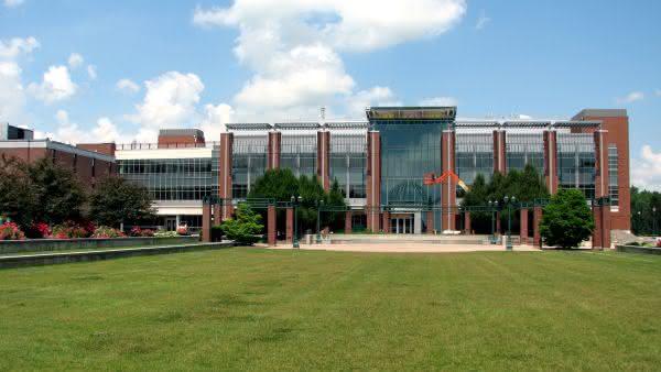 State University of New York System entre as maiores universidades do mundo