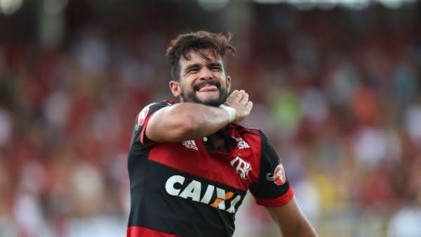 henrique dourado entre os atacantes mais bem pagos do brasil