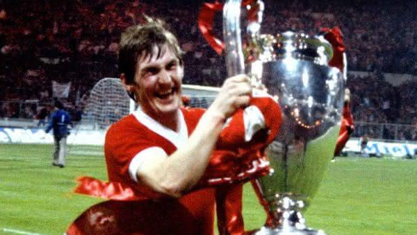 Kenny Dalglish entre os jogadores de futebol com mais titulos da historia