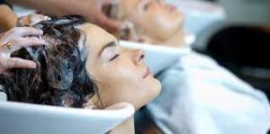 Masajear cuero cabelludo