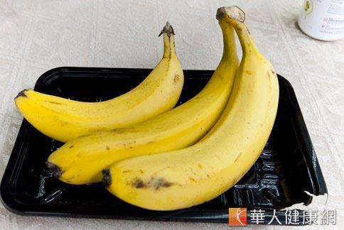 中醫認為更年期後婦女應多攝取「黃色食物」,如香蕉可增荷爾蒙分泌。(照片/華人健康網資料圖片)