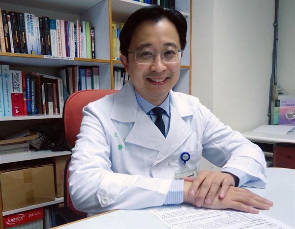 台大醫院內科部主治醫師、台灣高血壓學會秘書長王宗道說明,目前已有最新的腎交感神經阻斷術治療頑固型高血壓,提供患者在服用多種藥物外的新選擇。(圖片/王宗道醫師提供)