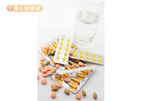 有一部分藥物與血壓藥同時服用,會造成藥物相互作用,使高血壓藥物的藥效減少或消失,常見的藥物有消炎止痛藥、類固醇藥物、抗憂鬱藥物等。