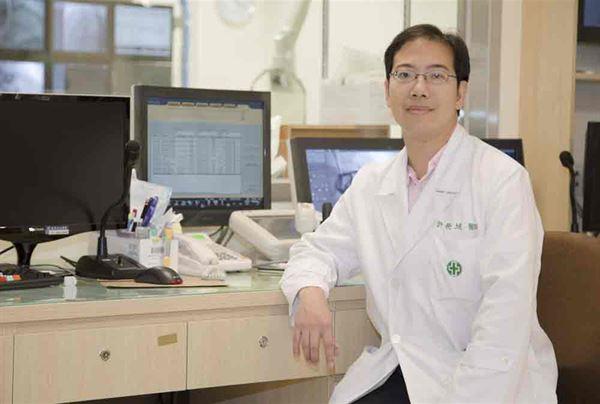 許榮城醫師(如圖)強調,面對頑固型高血壓,腎交感神經阻斷術,是一不錯治療新選擇。(攝影/記者江旻駿)