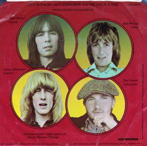elton-john-lucy-in-the-sky-with-diamonds-1974-12