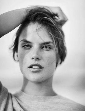 N1 Alessandra Ambrosio