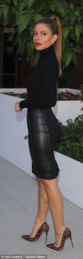 maria menounos black turtleneck outfit