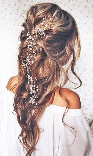 most_romantic_bridal_hairstyles_-_ulyana.aster_via_instagram_1-300x500