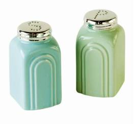 Retro-Stoneware-Salt-and-Pepper-Shakers