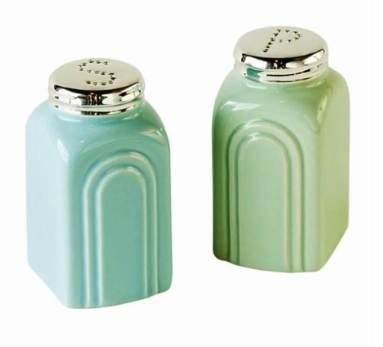 Retro-Stoneware-Salt-and-Pepper-Shakers