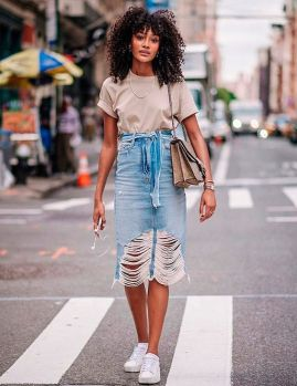 denim skirt with white sneakers