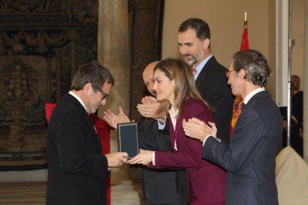 S.M Reina entrega la Medalla de Oro al Mérito en las Bellas Artes a D. Alberto Anaut, Presidente de PHotoEspaña © Casa de S.M. el Rey. Para su reproducción es necesario solicitar autorización del propietario de los derechos.