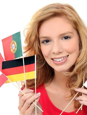 chica con banderas de distintos paises
