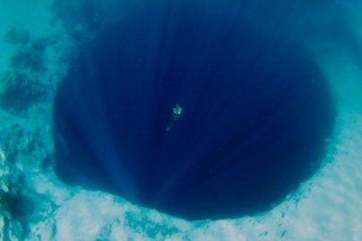 1) Priepasť nebezpečenstvo v oceáne