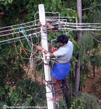 elektrikar na stlpe