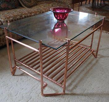 stol z medených trubiek
