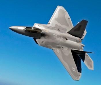 Lockheed Martin F-22 Raptor 2414 km/h