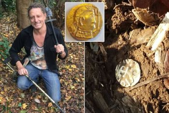 S detektorom kovu našiel zakopaný poklad