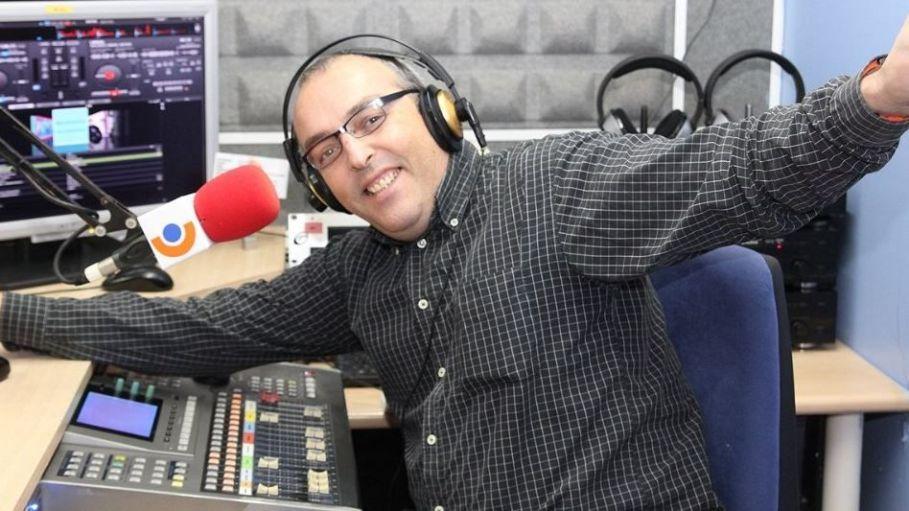Xavi Tobaja - Director de Topdisco Radio. Presenta El Disco de la semana - Miami Vice Best Music y Music Play Todos los miercoles de 20,00 a 21,15 horas.