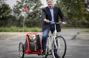 The SamSam Dog Sidecar Attaches to Most Bicycles