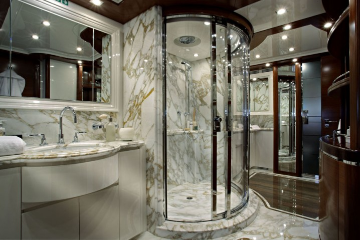 Luxury Bathrooms With Walk-In Showers You Need To See