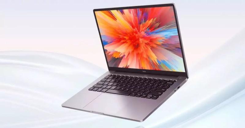 Laptop Xiaomi con sfondo