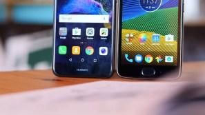Imagen inferior del Moto G5 frente al Huawei P8 Lite 2017