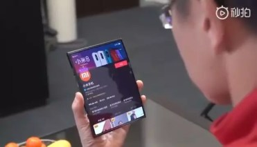 Teléfono plegable de Xiaomi abierto
