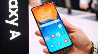 Samsung Galaxy A30 en uso
