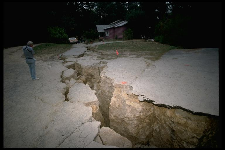 earthquake crack